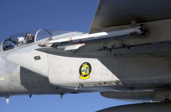 Rudal AIM-9X Sidewinder pada F-15C Eagle USAF