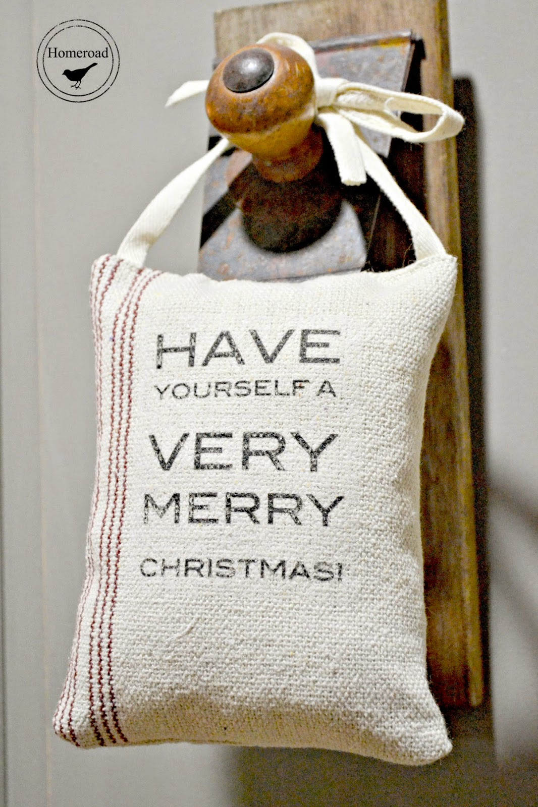 Hanging Grain sack Christmas Pillows www.homeroad.net
