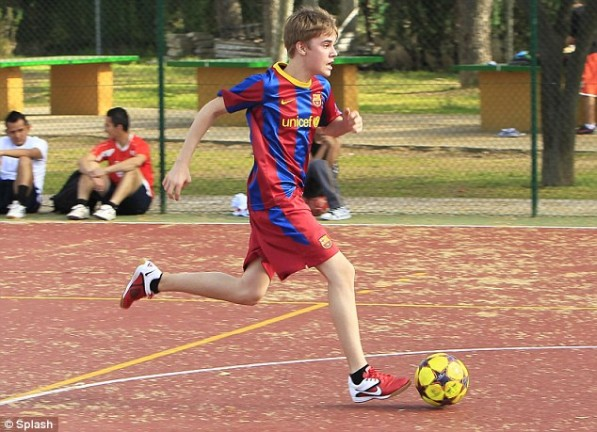 justin bieber playing soccer with barcelona. justin bieber playing soccer