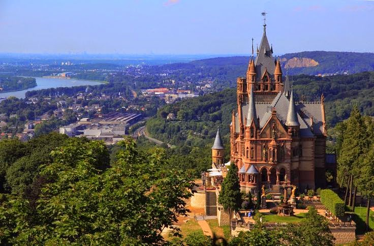 Dragon Castle   Schloss Drachenburg  (Germania)
