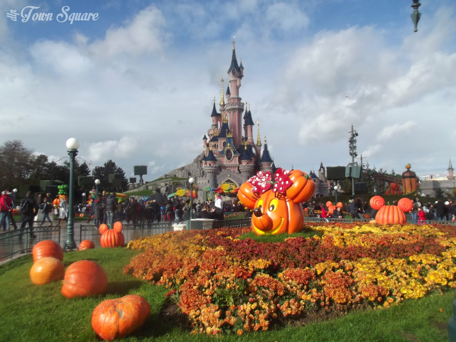 rewind: halloween season | dlp town square - disneyland paris news