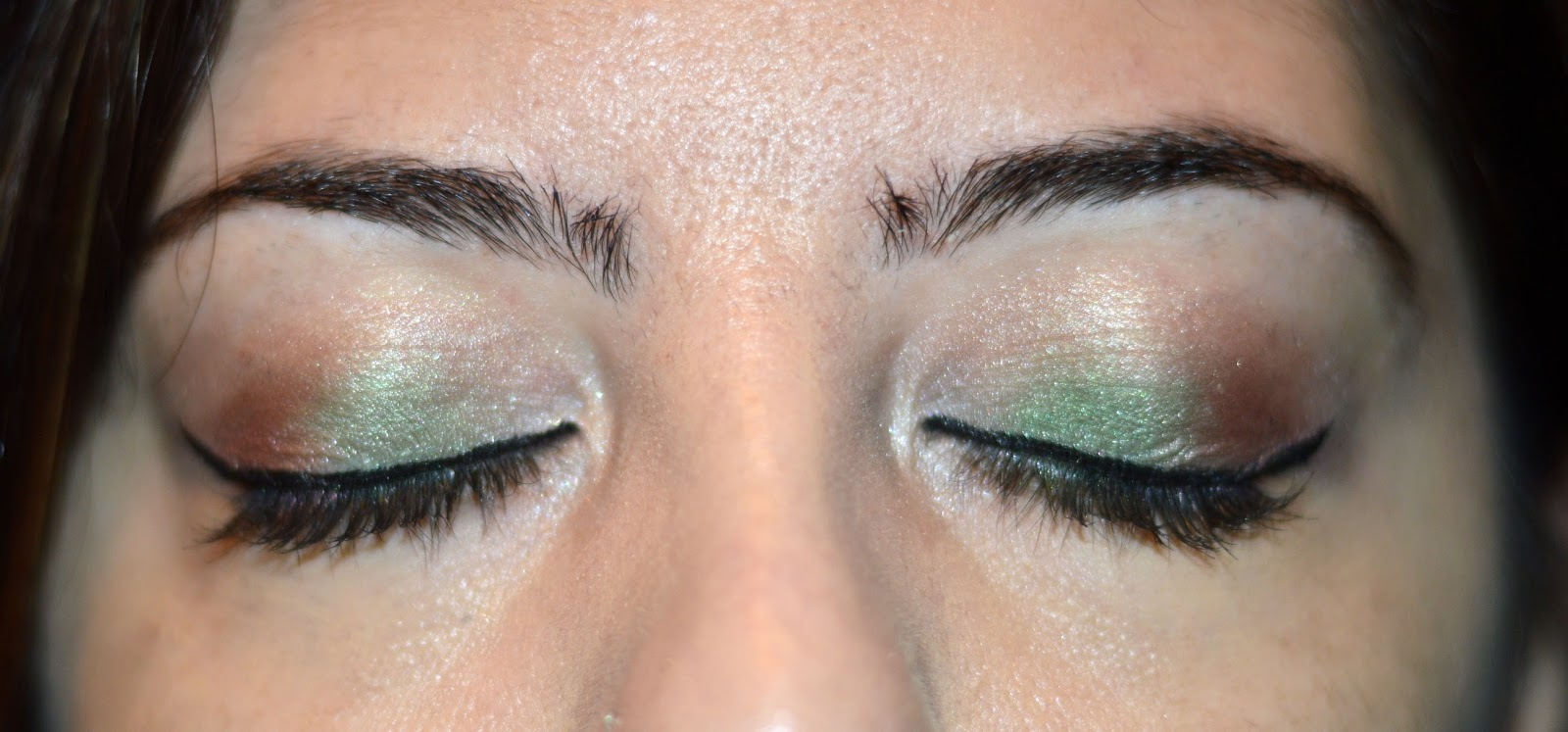 Makeup tutorial urban decay vice 3 festive holiday look phd first i primed my lid with a eyeshadow primer i always use the urban decay primer potion to make sure my makeup lasts the entire day baditri Images