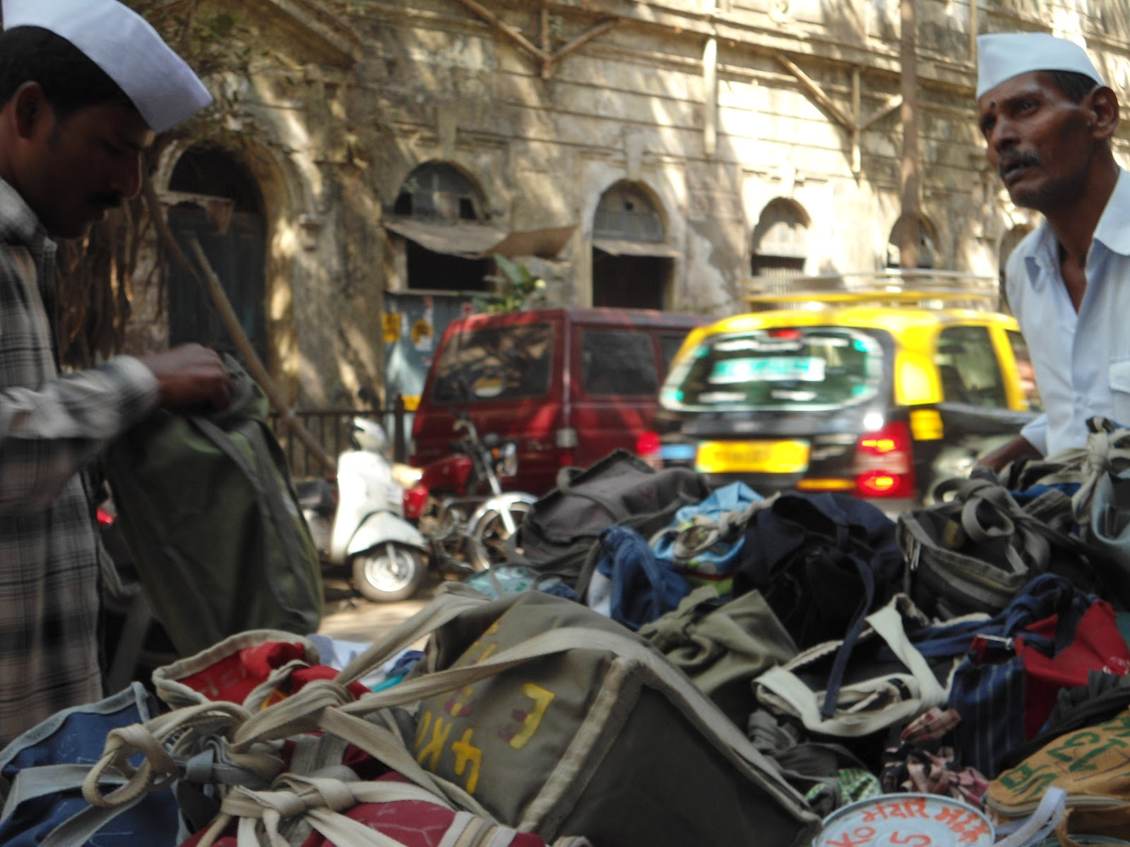 dabbawalas of mumbai The dabbawala system is a reflection of the mumbai that surrounds it: incredibly organised chaos my immersion in the world of dabbawalas served as the best possible introduction to the city's train system, and to the fort and nariman point areas of.