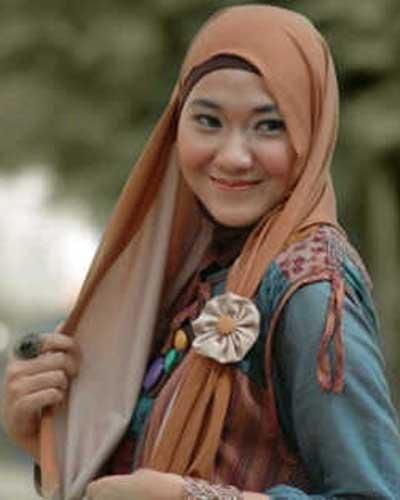 Dheanita Tribuana : Hijab Simple Namun Chic