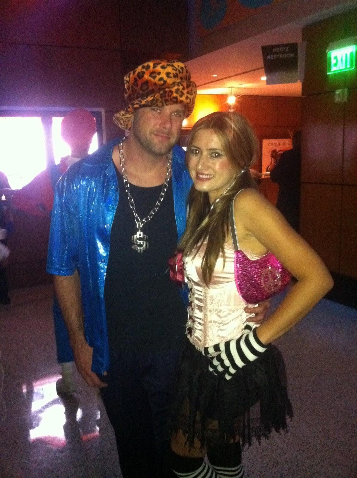 http://4.bp.blogspot.com/-rb0OHs59gOE/Tq7KHzl39bI/AAAAAAAAAWo/Bq9FRV-mgOM/s1600/HalloweenJeffNaibeGood.jpg