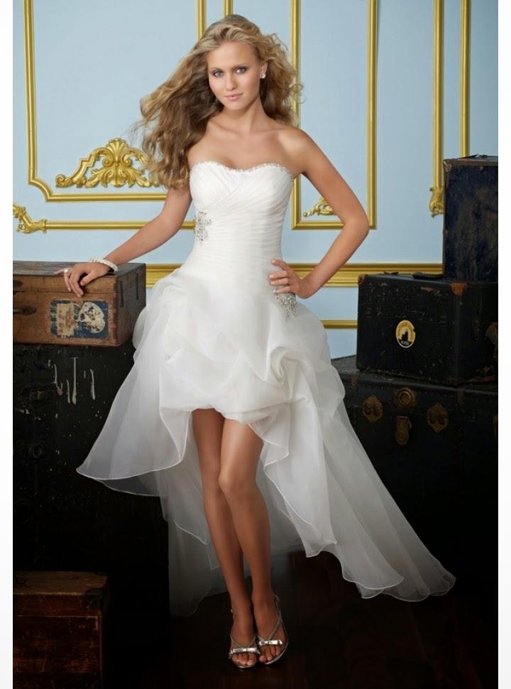 Vestido de Novia Asimetrico, Strapless, con Apliques Laterales, Corto por Delante y Largo por Detras