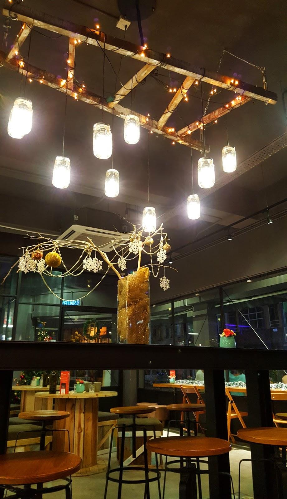Waiii sek meowsss rebellions coffee bar kota damansara for Food bar kota damansara