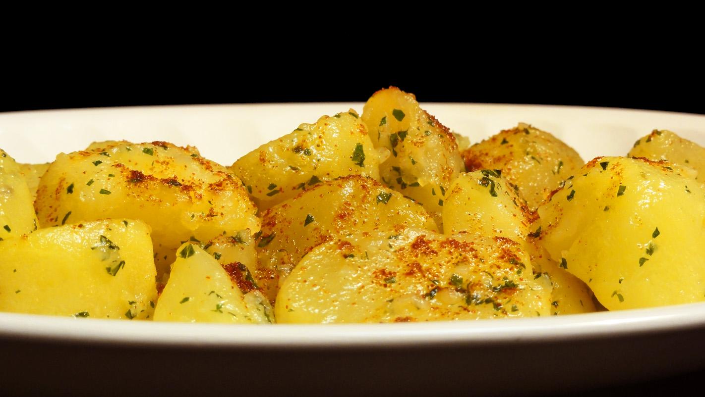 Cocinar para los amigos patatas al ajillo for Cocinar para los amigos