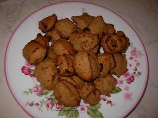 biscotti alle nocciole morbidi e latte di nocciole fatto in casa