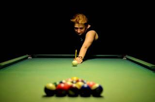 La grand-maître internationale arménienne des échecs Elina Danielian a joué pour la première fois au billiard - Photos © Alina L'Ami
