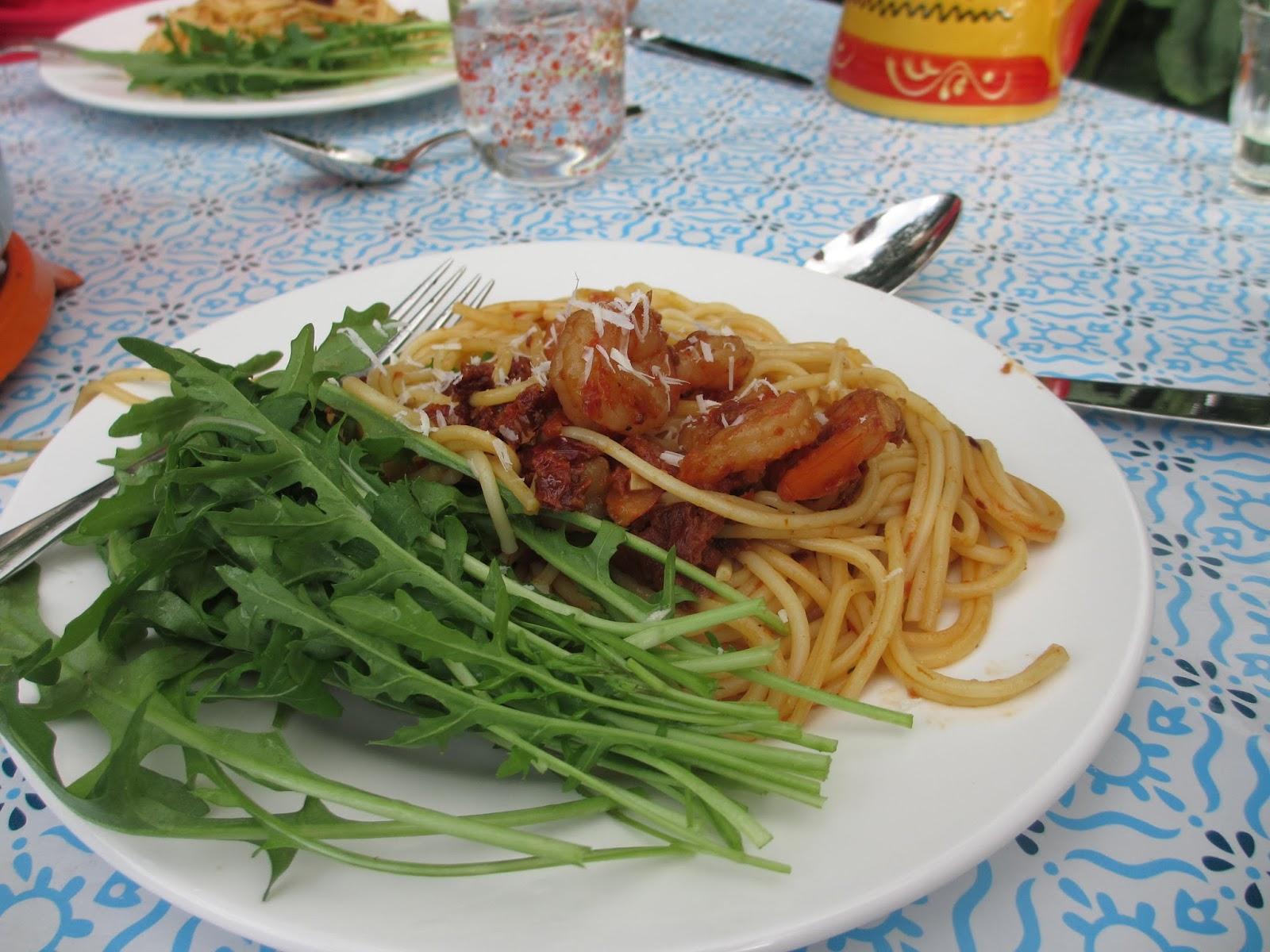 Emma julia: spaghetti met garnalen en rucola