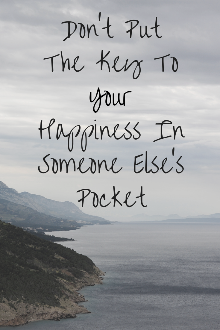 Don't Put The Key To Your Happiness In Someone Else's Pocket | alyssajfreitas.com