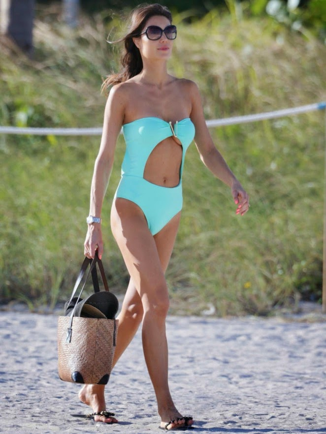Julia Pereira shows off lean self in a cutout swimsuit in Miami