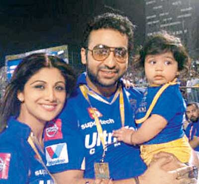 Shilpa Shetta husband Raj Kundra and son Viaan Family Photo