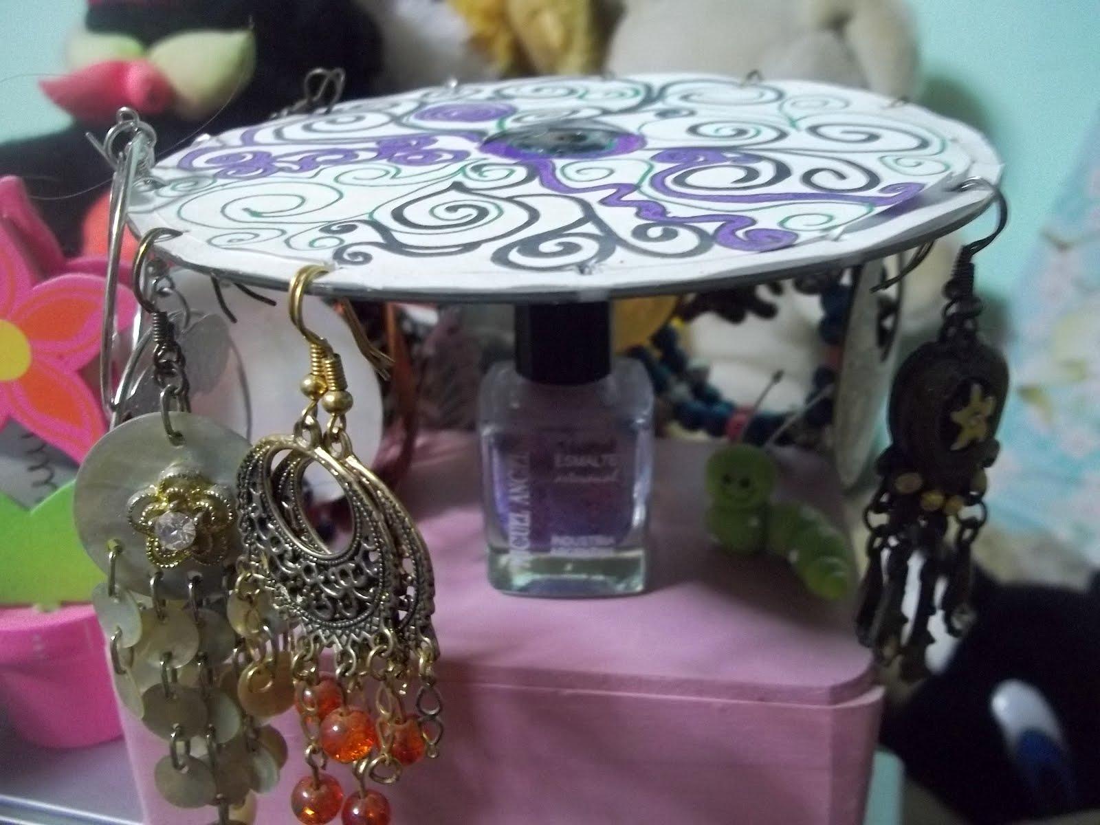 Pretty girl - Manualidades: Reciclaje de CD y envase de pintura de uñas