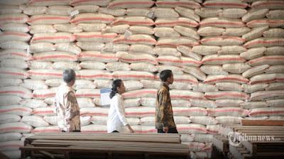 Harga beras turun dan murah karena stok pasokan banyak.