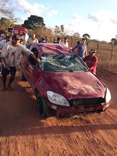 Homem perde o controle de carro e capota na zona rural de Cuité