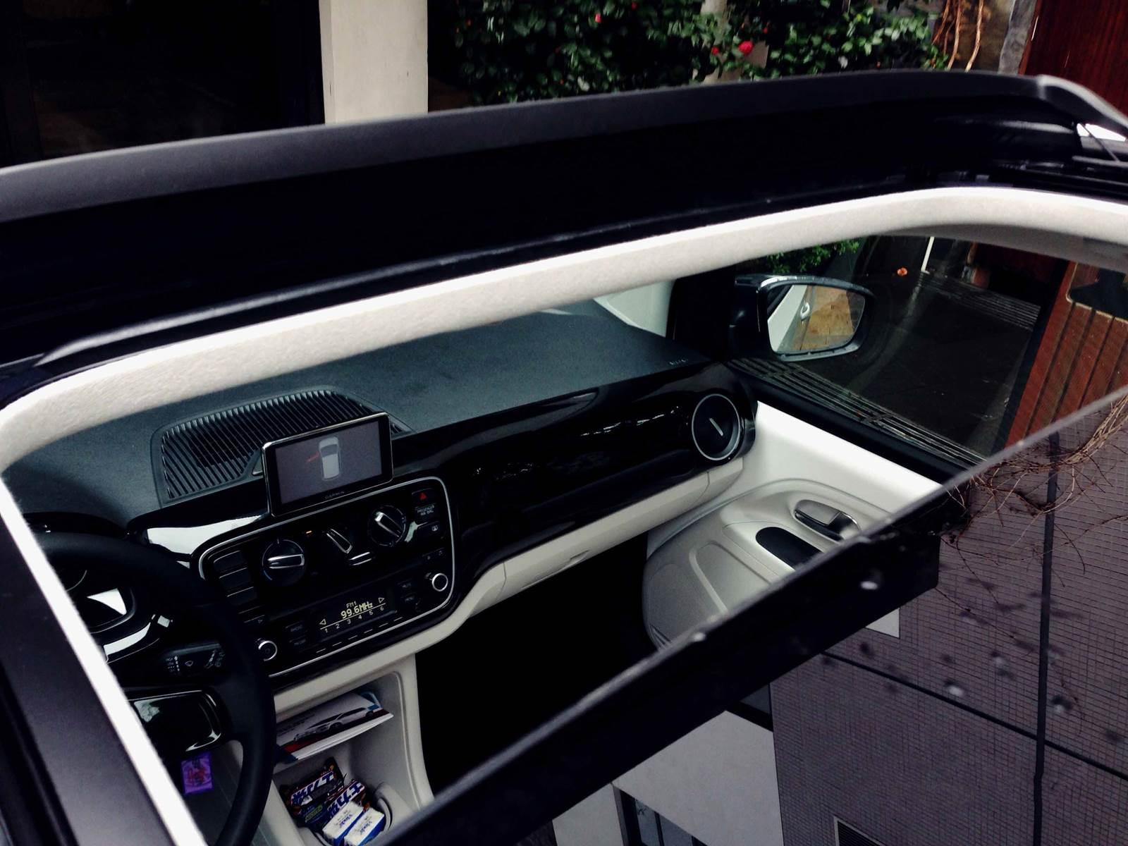 Volkswagen up! - teto-solar panorâmico
