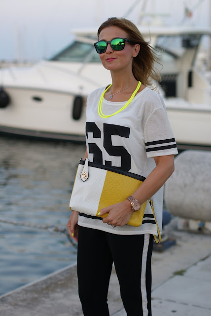 Pull & Bear number tee, sporty chic look, football player top, t-shirt with number, how to style a number tee, Fashion and Cookies, fashion blogger italiana