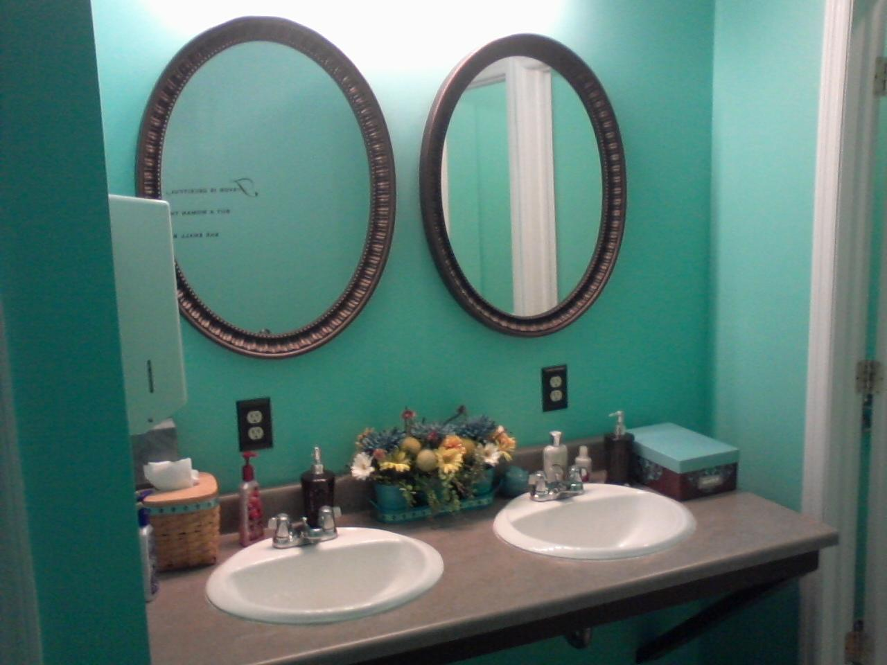 Turquoise and brown bathroom ideas inexpensive for Brown and turquoise bathroom ideas