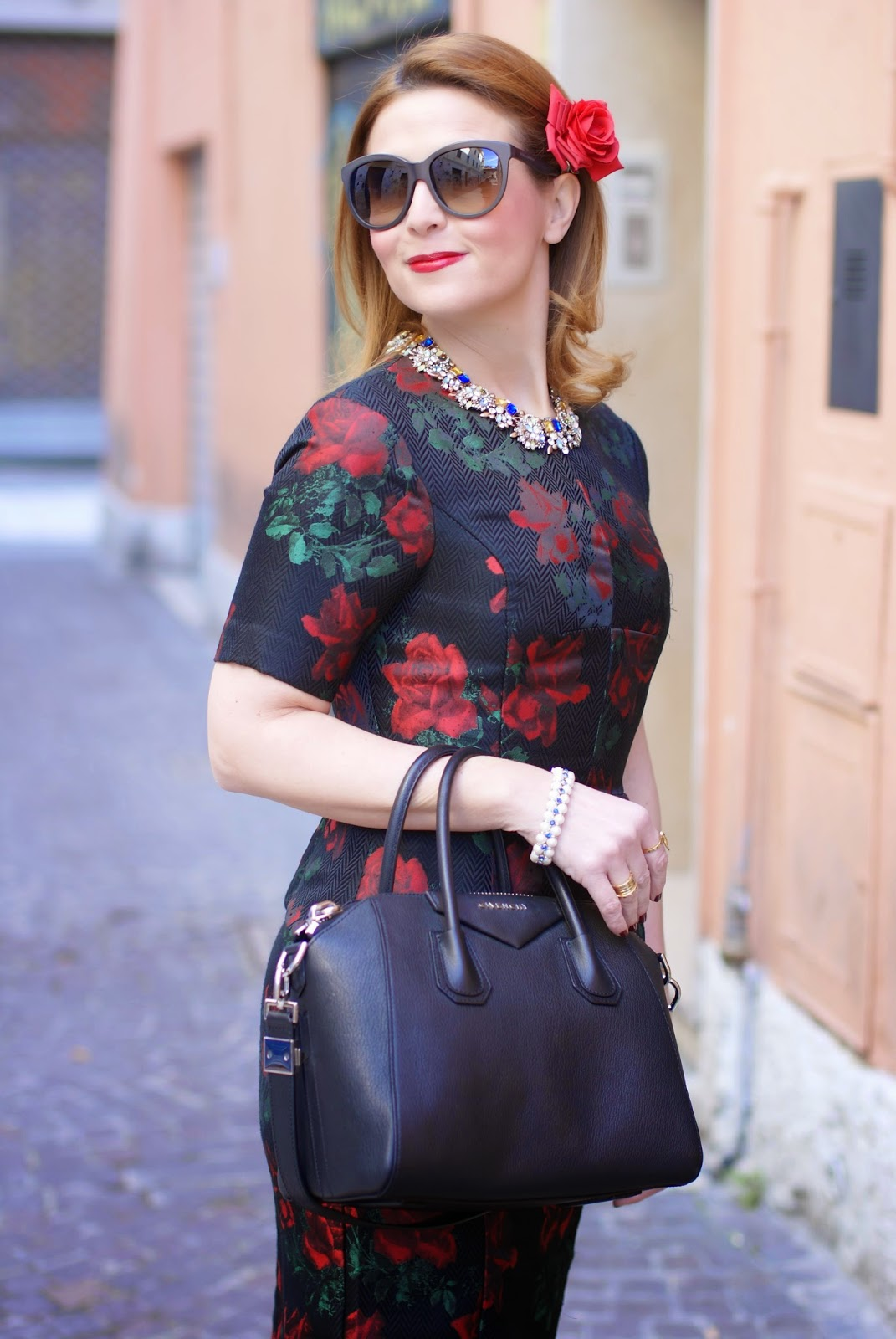 Asos rose print peplum dress in a 40s vintage style worn with tights and Givenchy Antigona bag and looking like a Dolce & Gabbana dress on Fashion and Cookies fashion blog