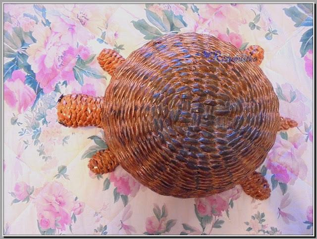 панцырь черепахи из газетных трубочек