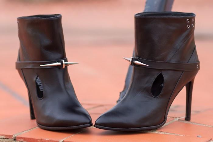 Botines de cuero con pinchos rockeros de la Blogger moda Valenciana adicta a los zapatos Withorwithoutshoes