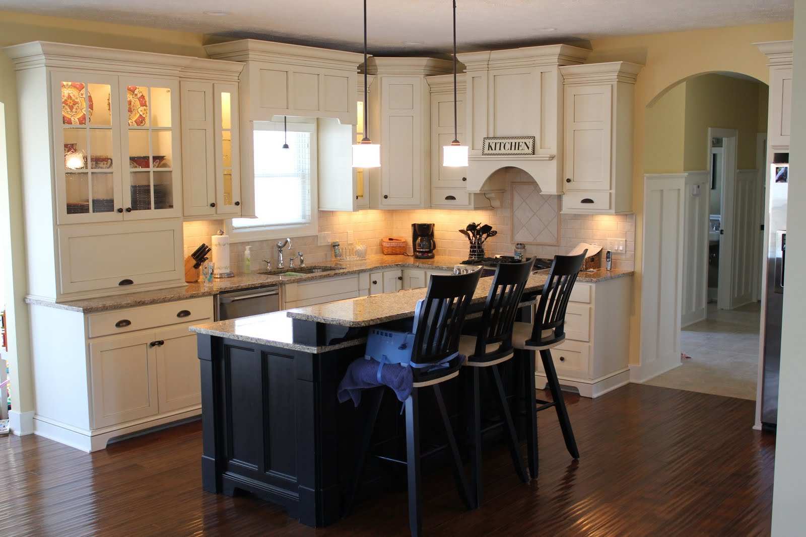 C b i d home decor and design looking for something warm - Benjamin moore colors for kitchen ...