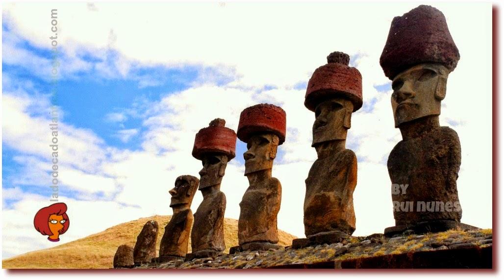 Estátuas gigantes espalhadas pela Ilha de Páscoa que pertence ao Chile, construídas por volta de 1200 d.C. a 1500 d.C. pelo povo Rapanui