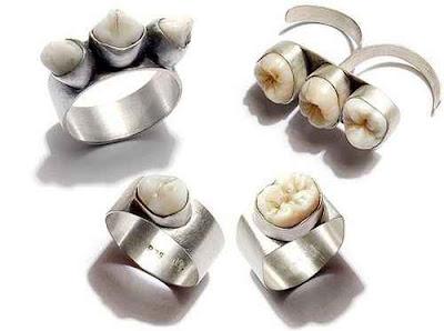 perhiasan aneh