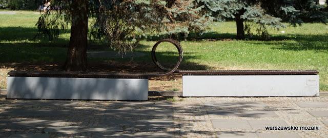 Warszawa Śródmieście park Świętokrzyski ławka zakochanych z pętelką