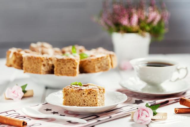 cynamonowiec ze śliwkami, ciasto ucierane ze śliwkami, ucierane z owocami, ciasto cynamonowe, proste ciasto, ciasto z masłem, ciasto na maśle, maślane ciasto, śliwki w cieście, węgierki, cynamon, kraina miodem płynąca