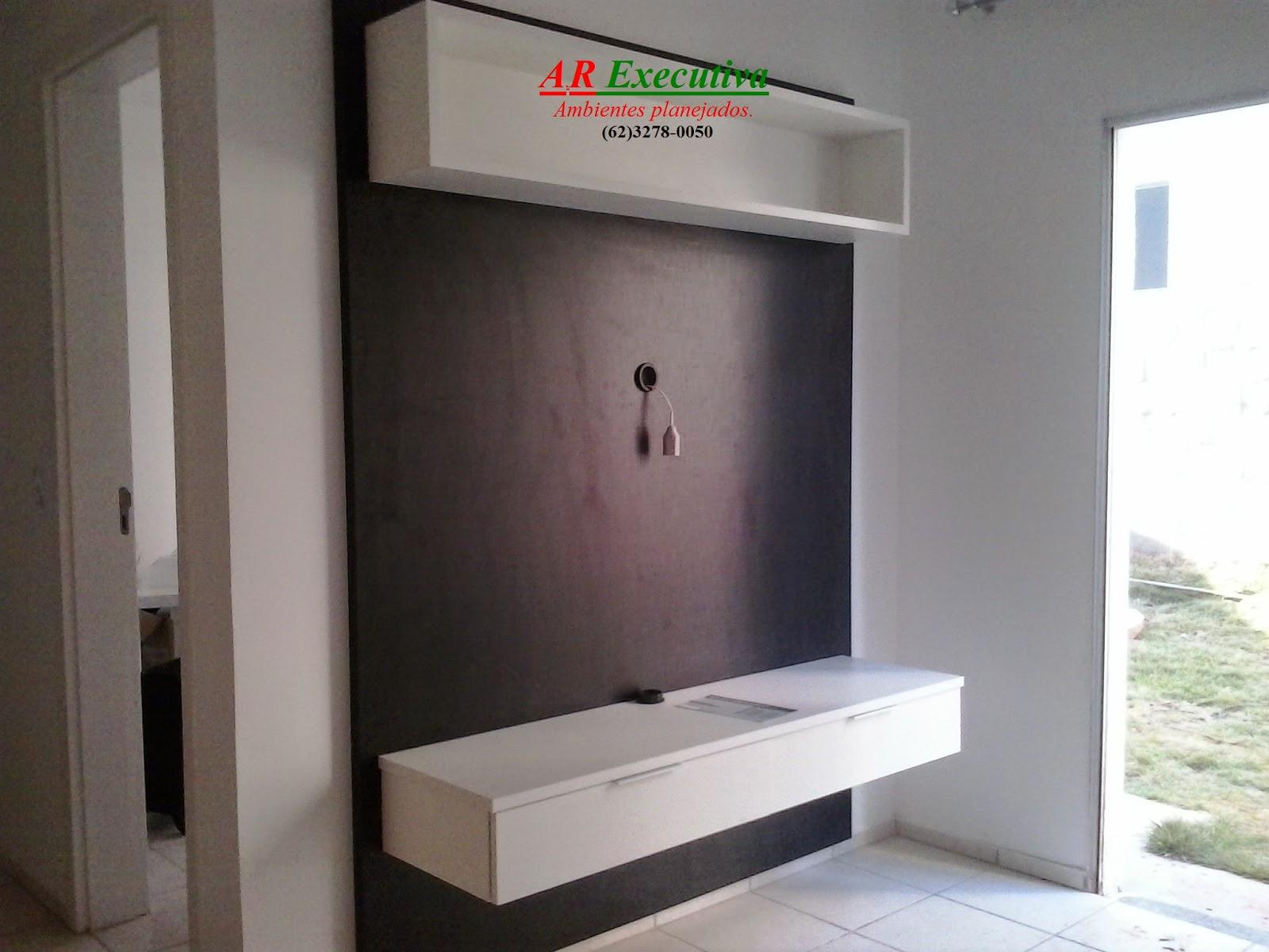painel em mdf madeirado nicho em mdf branco e rack em mdf branco