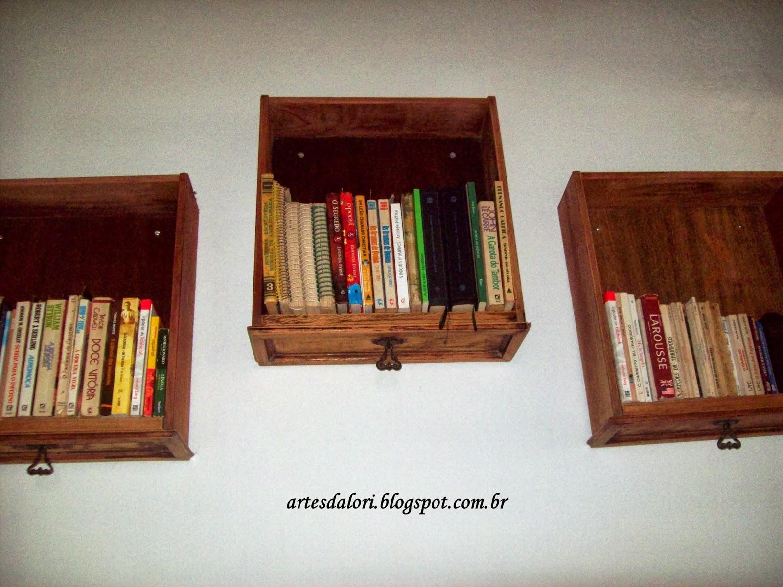 Mas como livro é o que na falta nesta casa e já não tinha onde  #AF1D1C 1600x1200