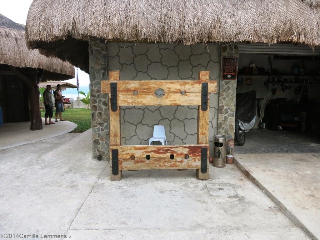 Tropico Beach Resort, Pillory