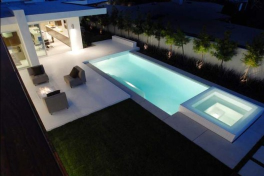 Beautiful swimming pools around the world modern for Modern contemporary swimming pools