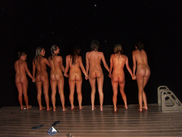 real girls mooning collective skinny dipping
