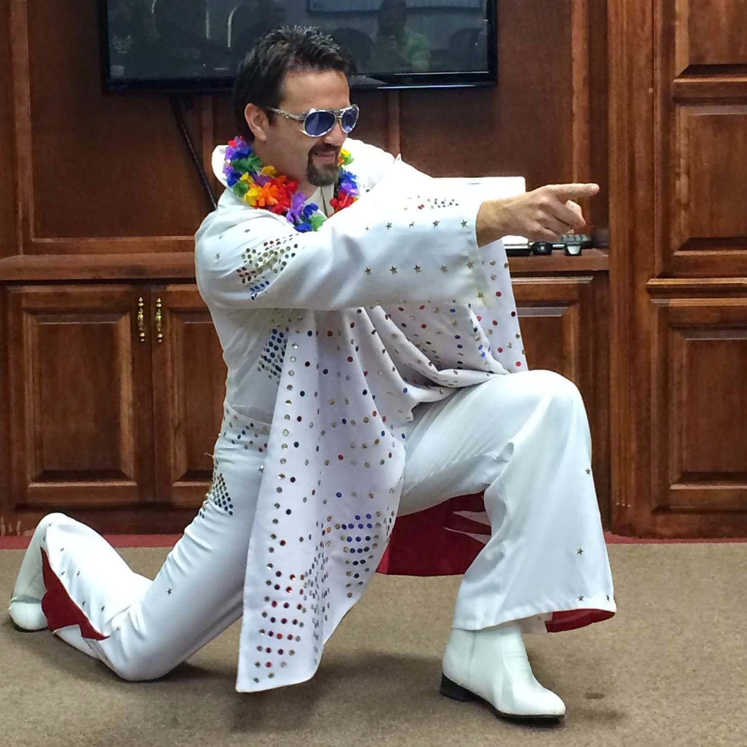 Tracy Thomason as Elvis