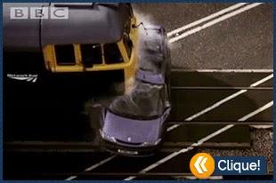 Trem se chocando contra carro