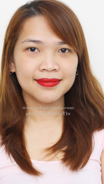 How to wear red lipstick on casual days photo