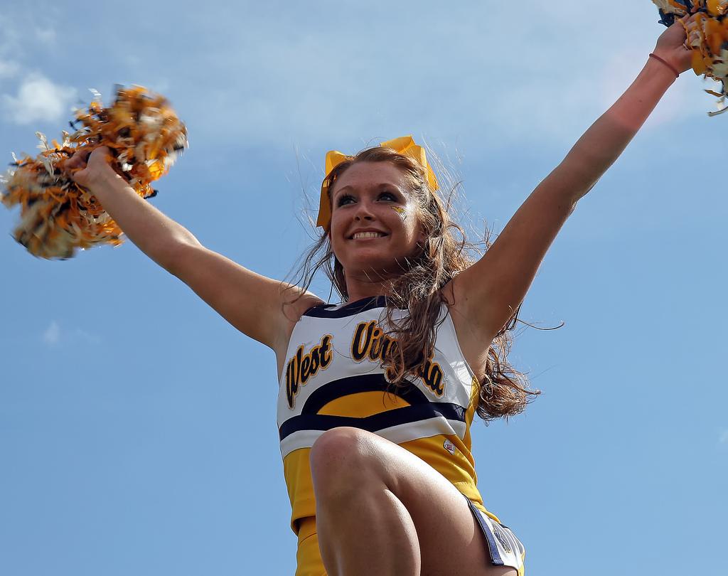 NFL Cheerleaders Salary TheRichest. College Nfl Cheerleaders Wardrobe ...