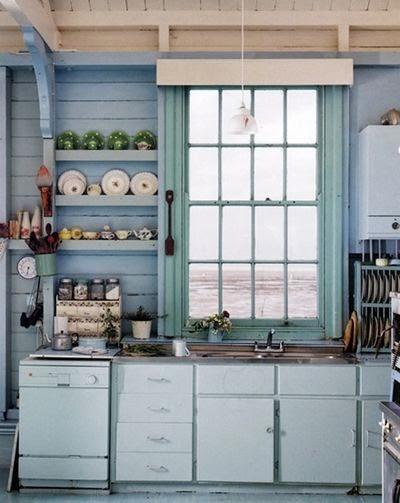 Moois en liefs mooi wonen in wit met blauw - Keuken blauw en wit ...