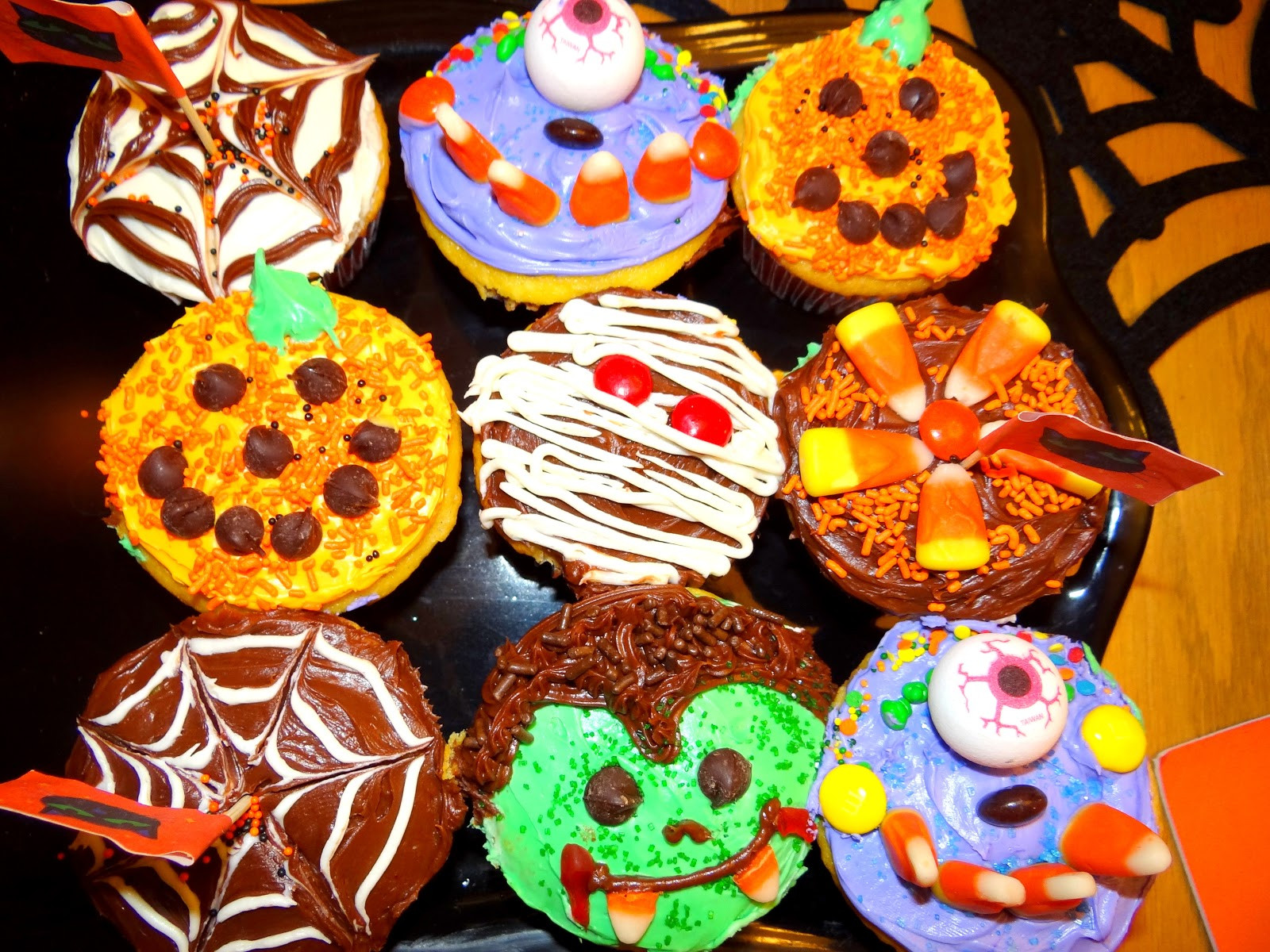 Pattie 39 s place halloween cupcakes and skeleton brownies Cute easy halloween cakes