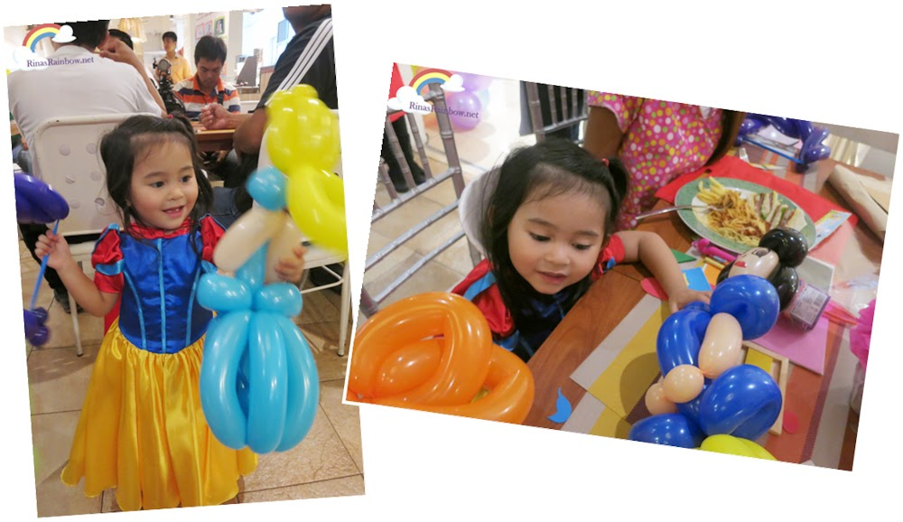 Snow White balloon twist cinderella balloon twist