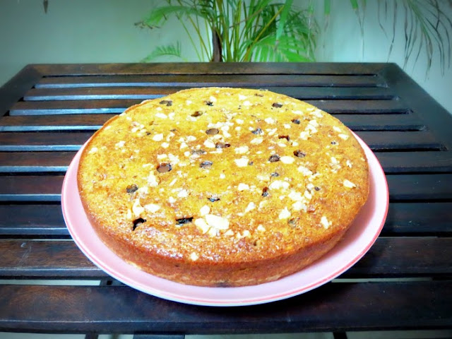 Banana Walnut cake with choco chips