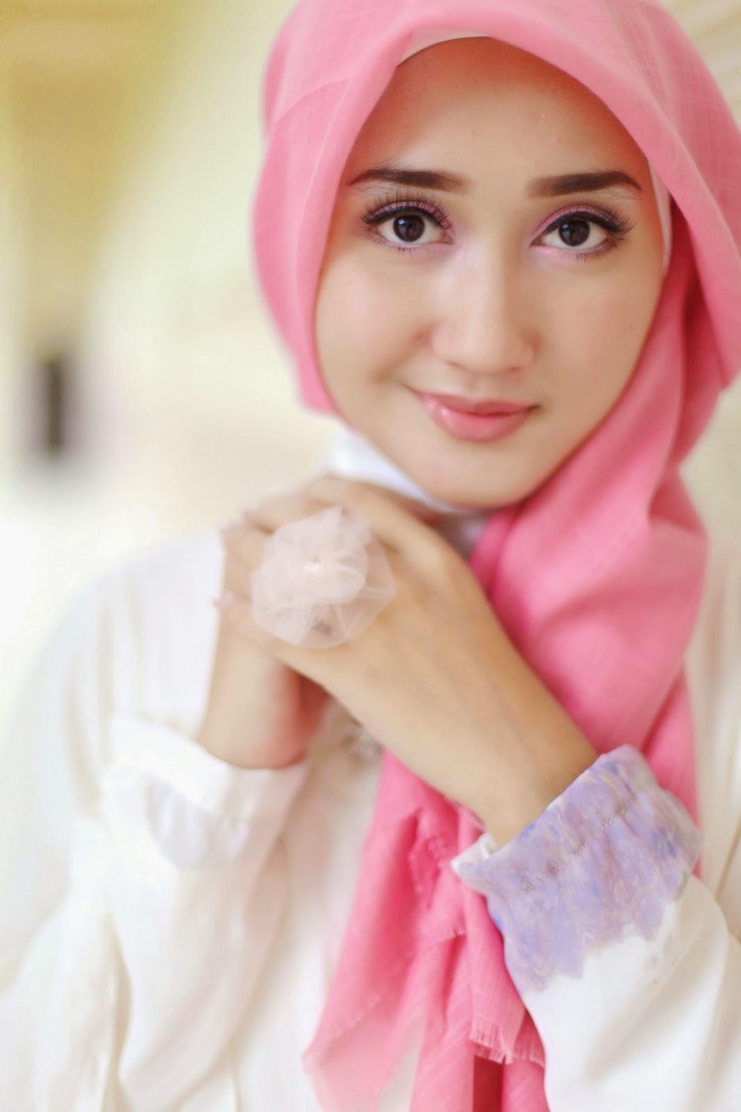 akan memaparkan Tutorial Hijab Pashmina Simple Ala Dian Pelangi ...