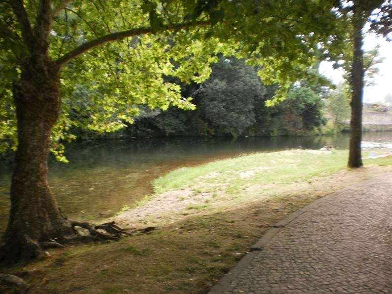 Zona de sombra da Praia Fluvial de Burgães