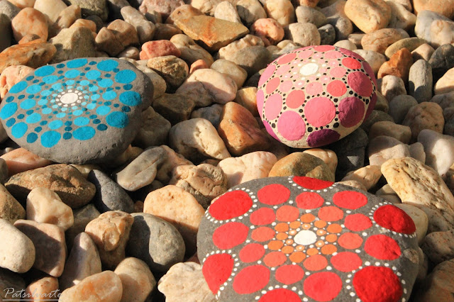 http://somerandomthoughtsandthings.blogspot.pt/2015/06/mandala-stones-diy.html