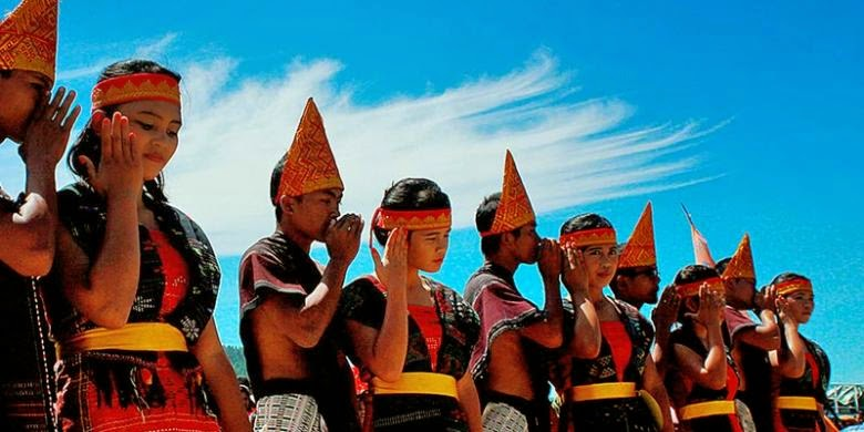 Menikmati Keindahan Budaya Masyarakat Pulau Samosir