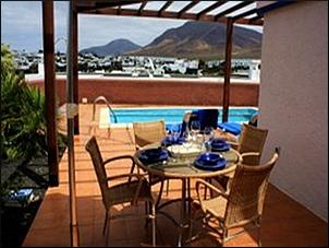 bungalow villa de alquiler vacaciones turismo playa papagayo lanzarote islas canarias casas completas cerca de la playa blanca vistas casa con piscina privada